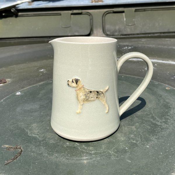 Border Terrier Medium jug eau de nil