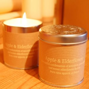 St Eval Scented Candle Tin in the refreshing Apple & Elderflower fragrance.