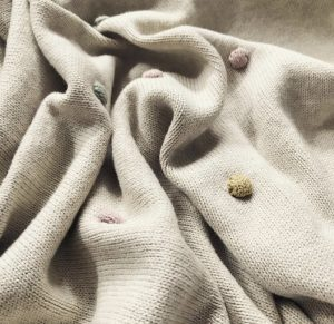 Maileg cotton blanket with knitted dots
